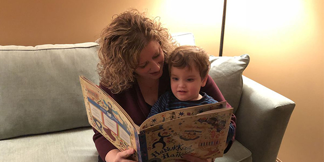 West Side Mother Teaches About Chanukah with PJ Library Books